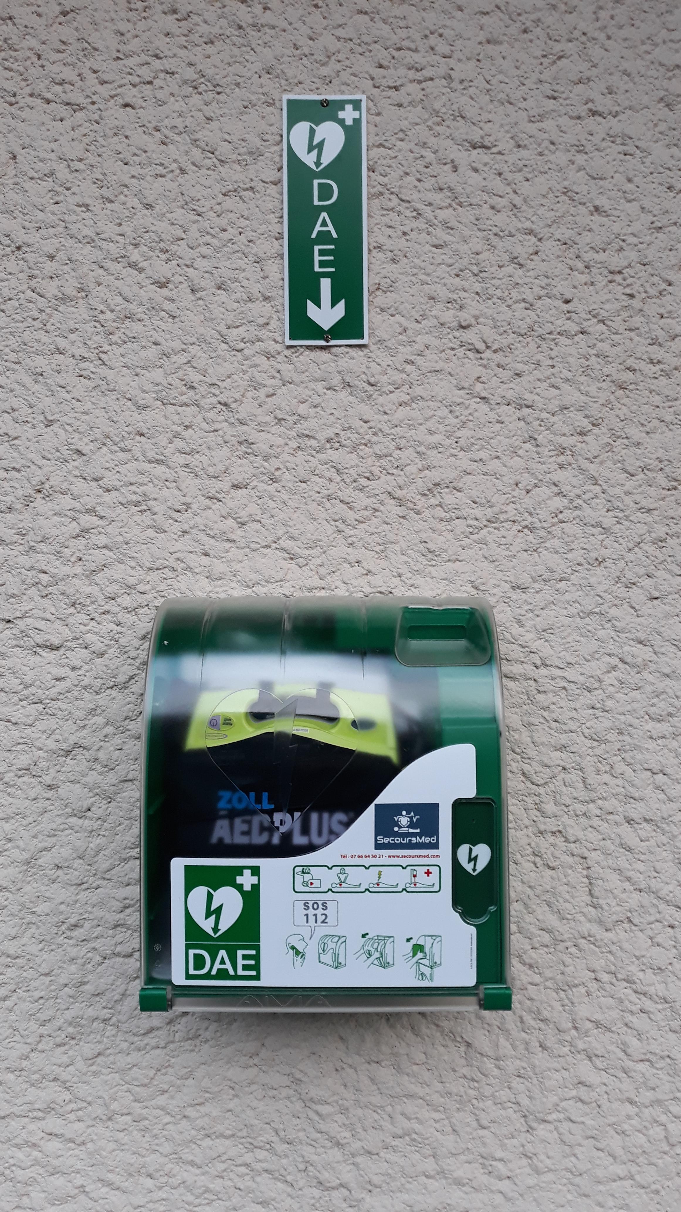 Image de couverture - Mise en place d'un défibrillateur